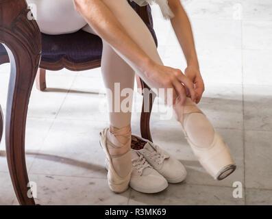 Cuba, Havana. Ballerina donning her toe shoes. Credit as: Wendy Kaveney / Jaynes Gallery / DanitaDelimont.com - Stock Image