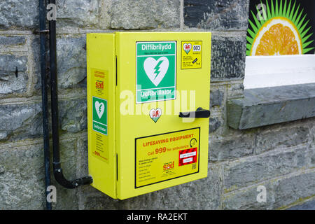 Defibrillator installed outside a shop in Betws y Coed North Wales for use by the public in treating heart attack patients supplied by Ashley Jolly - Stock Image