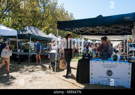 Saturday Farmers' Market in the bayside suburb of Elwood, Melbourne, Australia - Stock Image