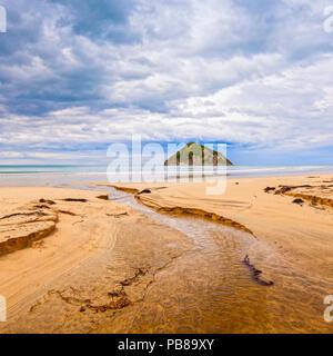 Moturoi Island, Anaura Bay, Gisborne, New Zealand, under a moody sky. - Stock Image