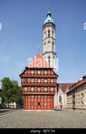 Deutschland, Niedersachsen, Braunschweig, Haus Alte Waage mit Sankt-Andreas-Kirche - Stock Image