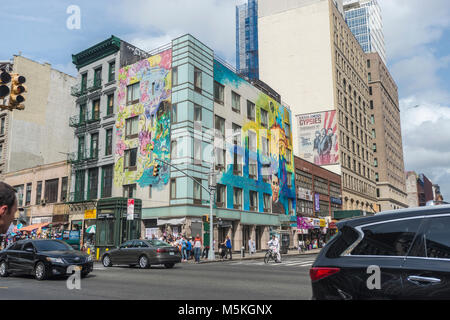 New York, NY, USA, 29 September 2015 - A mural on the corner building of Canal Street and Lafayette. ©Stacy - Stock Image