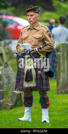 Woodhall Spa 1940s Festival - Scottish soldier piper with bagpipes at Remembrance Service at the start of the festival - Stock Image