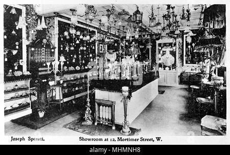 Joseph Spirati, Showroom displaying lamps and lampshades, 12 Mortimer Street, London.     Date: circa 1910 - Stock Image