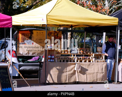 Stall selling honey at Bishops Park farmers market - Stock Image