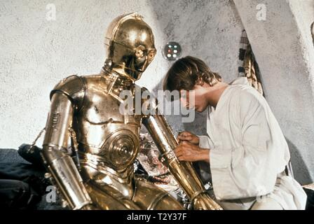 ANTHONY DANIELS, MARK HAMILL, STAR WARS: EPISODE IV - A NEW HOPE, 1977 - Stock Image