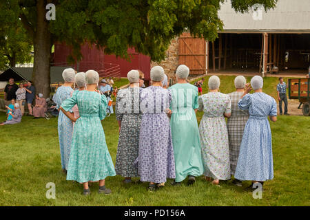 Old Order Mennonite women at a Family Day event in Lancaster County, Pennsylvania, USA. These women are NOT Amish. - Stock Image