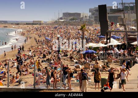 Spain Barcelona crowded beach Platja de la Barceloneta people Sculture by Rebecca Horn  - Stock Image