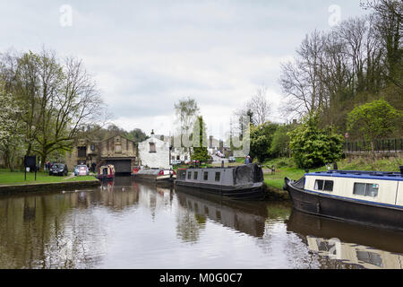 Whaley Bridge wharf on the Peak Forest canal, looking towards the 1801 transhipment warehouse. - Stock Image