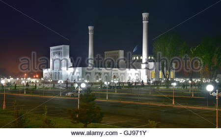 Minor Mosque - a new mosque in the capital of Uzbekistan in Tashkent. The mosque is located on the Bank of Ankhor - Stock Image