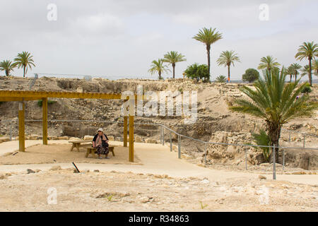 5 May 2018 A weary tourist takes a rest from exploring the ancient city of Meggido in Northern Israel. This place is otherwise known as Armegeddon the - Stock Image