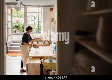 Potter at work in studio - Stock Image