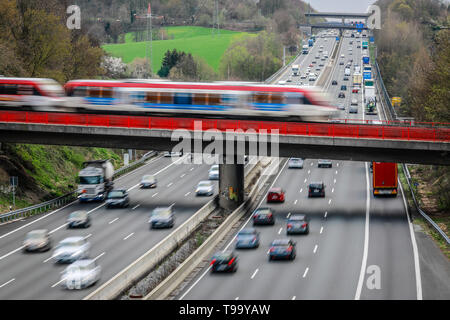 26.03.2019, Erkrath, North Rhine-Westphalia, Germany - Traffic landscape, road traffic and S-Bahn traffic intersect on the A3 motorway. 00X190326D027C - Stock Image