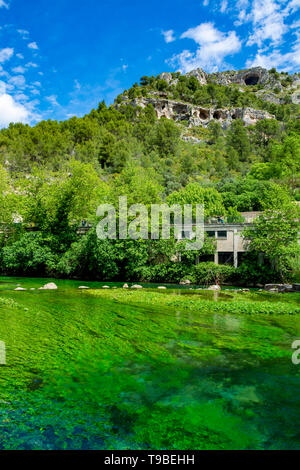 South of France, view on small touristic Provencal town of poet Petrarch Fontaine-de-vaucluse with emerald green waters of Sorgue river - Stock Image