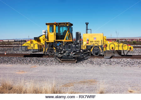 Union Pacific Knox Kershaw KBR 860 Ballast Regulator Machine parked on siding in southwestern New Mexico USA - Stock Image