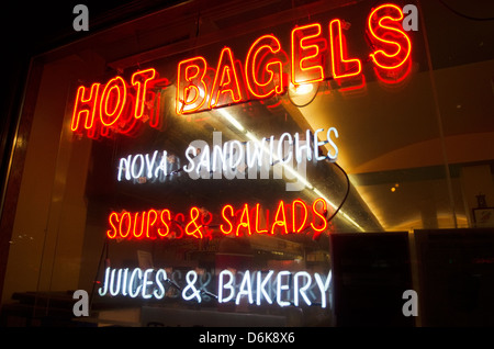 neon sign on deli bagel store - Stock Image