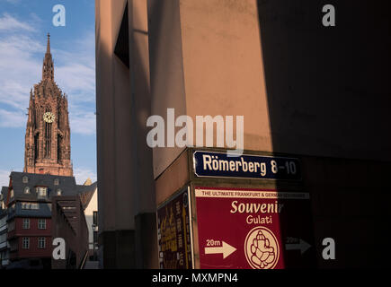 The Bell Tower of Frankfurt Cathedral (Frankfurtef Dom) in late evening light viewed from Romerberg, Frankfurt am Main, Hesse, Germany - Stock Image