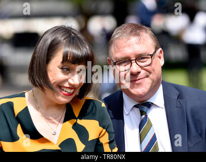 Mark Francois MP (Con: Rayleigh and Wickford) on College Green, Westminster, with Sky News' Political Editor Beth Rigby, 24th May 2019, the day Theres - Stock Image