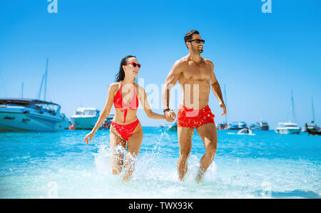 Young and attractive couple relaxing on a tropical beach - Stock Image
