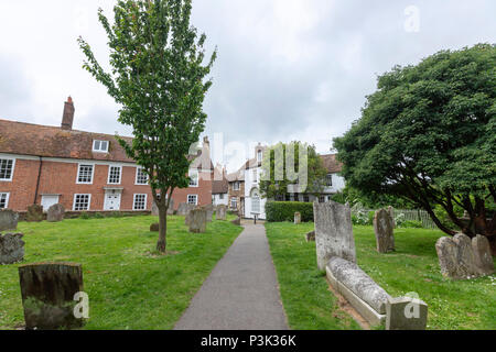 Cemetery and 14th century St. Mary's Church, Rye, East Sussex, England, UK - Stock Image