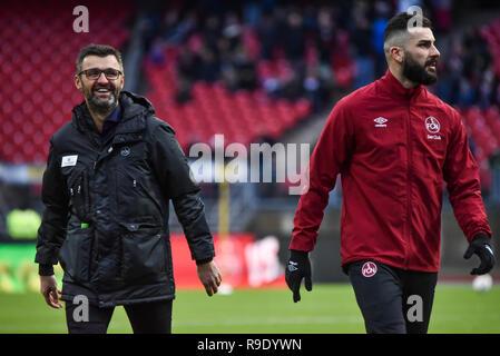Germany, NŸrnberg, Max Morlock Stadion - 22 Dec 2018 - Soccer, 1.Bundesliga - 1.FC NŸrnberg vs. SC Freiburg -  Image: (From L-R) Michael Koellner (1. FC NŸrnberg, Trainer), Mikael Ishak (1. FC NŸrnberg, #9)  Foto: HMB Media / Ryan Evans Credit: Ryan Evans/Alamy Live News - Stock Image