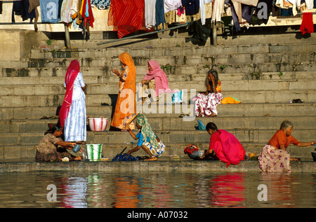 Communal Bathing at Lake Pichola, Udaipur, Rajasthan, India - Stock Image