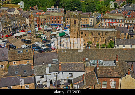 Elevated view of Richmond market place. in North Yorkshire. - Stock Image