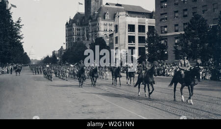 Soldiers on horseback in Liberty Loan Parade, Washington, D.C. ca. 1917 or 1918 - Stock Image