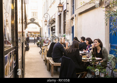People having lunch break in eateries at the Marche des Enfants Rouges in the Marais district of Paris, France. - Stock Image