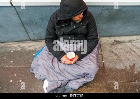 Street beggar on Buchanan Street, Glasgow, Scotland - Stock Image