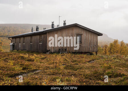 STF Serve hut in autumn, Kungsleden trail, Lapland, Sweden - Stock Image