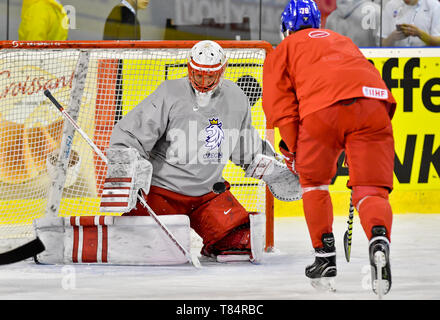 Bratislava, Slovakia. 11th May, 2019. Czech ice hockey players L-R SIMON HRUBEC and ROBIN HANZL are seen during a training session of the Czech national team during the 2019 IIHF World Championship in Bratislava, Slovakia, on May 11, 2019, prior to the match against Norway. Credit: Vit Simanek/CTK Photo/Alamy Live News - Stock Image