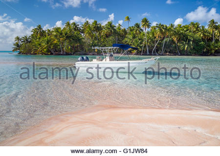 The pink sands in Fakarava - French Polynesia - Stock Image