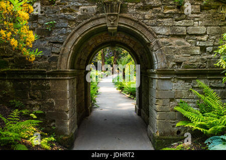 Archway in Hever Gardens, Hever Castle & Gardens, Hever, Edenbridge, Kent, England, United Kingdom - Stock Image