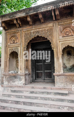Detail of an exhibit of a gateway to a haveli or mansion typical of Rajasthan with a dog in the alcove, National Crafts Museum, New Delhi, India - Stock Image
