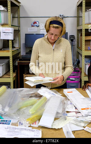 Centennial, Colorado USA. 23 September 2014.  Heidi Mazel from the U.S. Tax Department of Suncor Energy volunteers - Stock Image