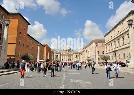 italy, rome, via della conciliazione, on the left palazzo dei penitenzieri, on the right palazzo torlonia and palazzo dei convertendi, st peter's - Stock Image