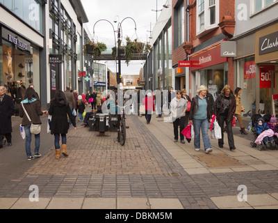Altrincham: shoppers in Altrincham Pedestrian precinct, George Street - Stock Image