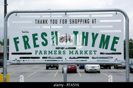 Thank you for shopping sign in Fresh Thyme farmers market store, Green Bay, Wisconsin - Stock Image