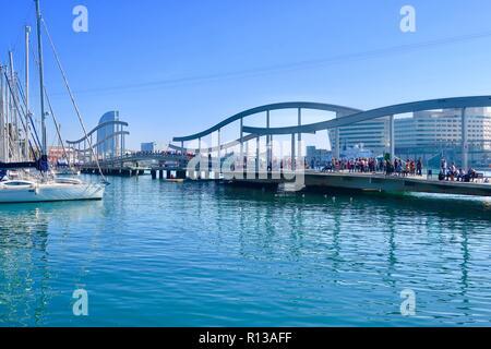 Barcelona, Spain, October 2018. Footbridge across the marina towards Maremagnum. - Stock Image