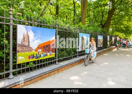 Poland, Warsaw, exhibition on the grills the Lazienki Park of Hemis photographs for the ANVPAH (National Association of Cities and Countries of Art and History) in 2015 - Stock Image