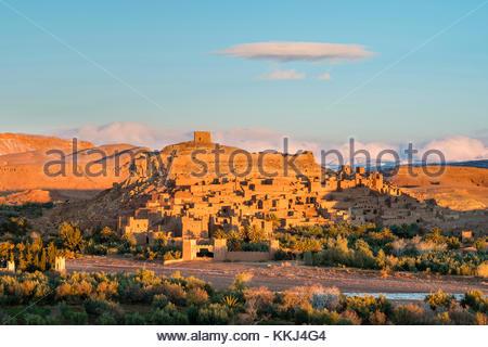 Morocco, Sous-Massa (Sous-Massa-Draa), Ouarzazate Province. Ksar of Ait Ben Haddou (Ait Benhaddou) at sunrise. - Stock Image