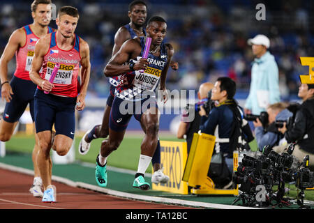 YOKOHAMA, JAPAN - MAY 12: Michal Desensky of the Czech Republic and Thomas Jordier of France in the B final of the mens 4x400m  during Day 2 of the 2019 IAAF World Relay Championships at the Nissan Stadium on Sunday May 12, 2019 in Yokohama, Japan. (Photo by Roger Sedres for the IAAF) - Stock Image