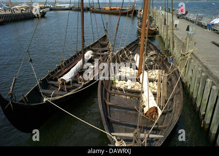 Reconstructed Viking ships lie in the harbour of the museum for Viking ships in Roskilde, Denmark, 22 May 2007. - Stock Image
