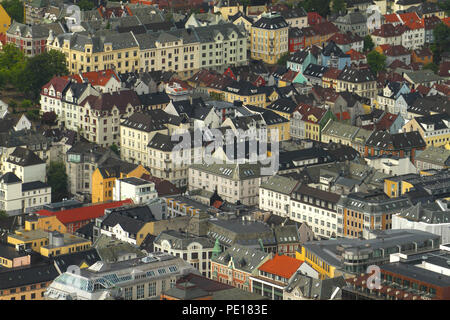 Bergen, Norway - 9 August 2018: General view Bergen, Norway's second largest city.  The city was for many years the centre of trade between Norway and the rest of Europe and is now usually the starting point to  expeditions into the country. The 900 year old city steams its roots from the Viking age,  with Bryggen (The Hanseatic Wharf) being a remenant from this times and it today home to many of the cities restaurants, pubs, craft shops and museums. Photo: David Mbiyu - Stock Image