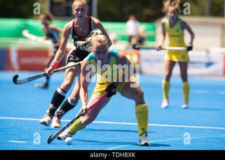 Krefeld, Germany, June 16 2019, hockey, women, FIH Pro League, Germany vs. Australia:  Jane Claxton (Australien) drives the ball.             Credit: Juergen Schwarz/Alamy Live News - Stock Image