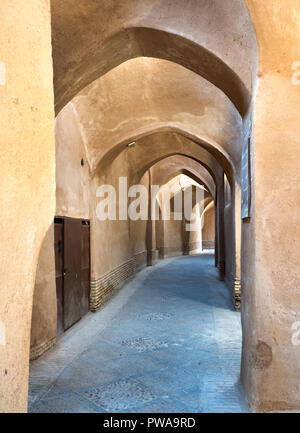 Alley in adobe Yazd old town, UNESCO site in Iran - Stock Image