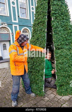 Electricians Erecting and lighting a metal Christmas tree in Cahersiveen, County Kerry, Ireland - Stock Image