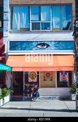 Store selling digital art in Kensington Market in dwontown Toronto, Ontario, Canada - Stock Image