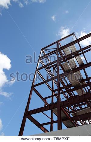 New building framework and blue sky - Stock Image